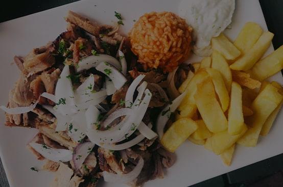 Gyros mit Pommes, Reis und Tsaziki